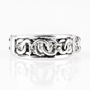 NWT PAPARAZZI Ring